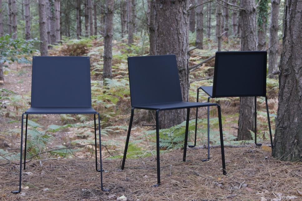 chaise extérieur intérieur design minimaliste en acier coloris noir satin