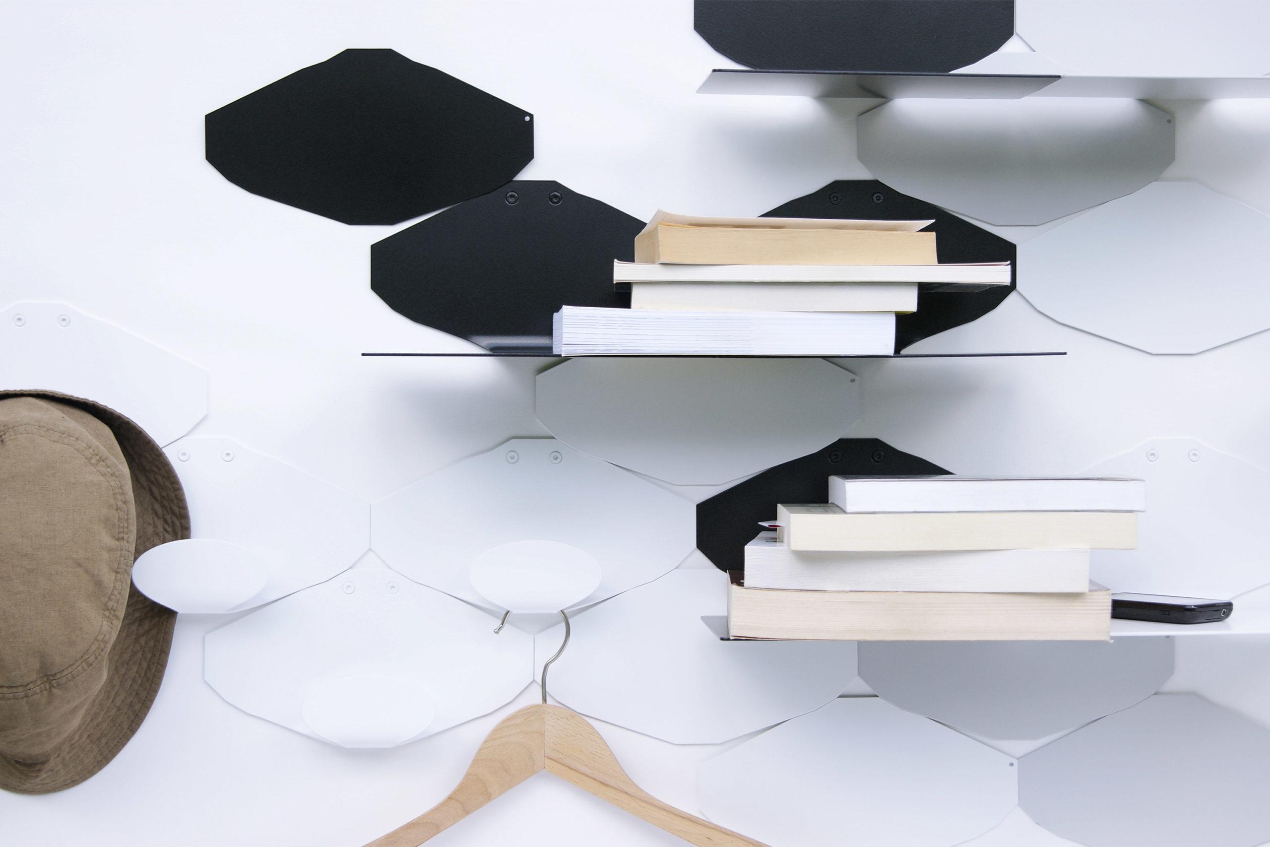 patère design graphique minimaliste en métal acier laqué coloris noir blanc gris